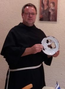 Firmlinge sprachen mit Bruder Tobias von der Würzburger Straßenambulanz