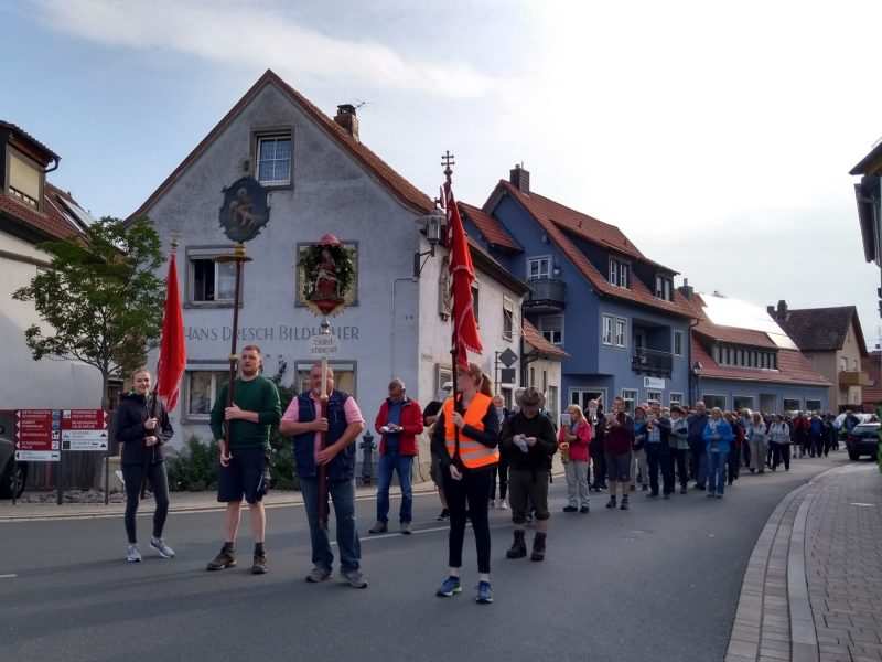 Dettelbachwallfahrt -Abmarsch in Schwarzach